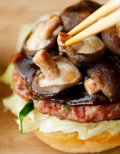 Bánh hamburger thịt heo nướng ai cũng mê tít