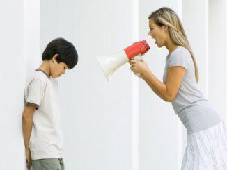 Cha mẹ độc đoán, con dễ bị tổn thương tâm lý lâu dài 8