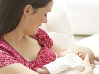 Tư thế bú giúp mẹ và bé yêu thoải mái 1