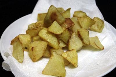 Hướng dẫn nấu món thịt gà xào khoai tây chiên