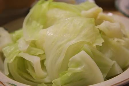 Cách luộc bắp cải xanh mát, chấm mắm cực ngon