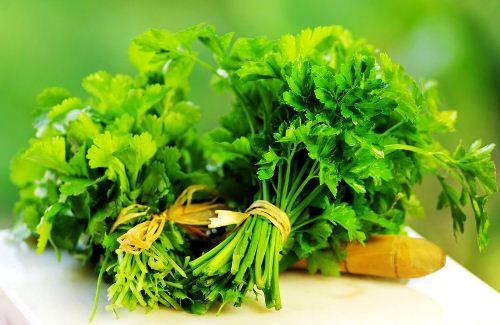 Những loại rau thơm trị mụn hiệu quả