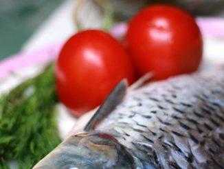 Cá chép om dưa nóng hổi mùa đông 9