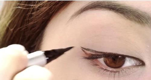 Hướng dẫn 3 cách kẻ mắt nước đẹp, nhanh gọn (Video)
