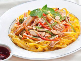 Cách làm mỳ Quảng chay xào cho bữa sáng ngày Vu Lan 5