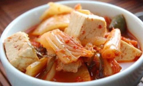 Nấu canh kim chi thịt kiểu Hàn