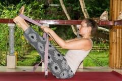 Cách sử dụng dây tập Yoga cho những tư thế khó