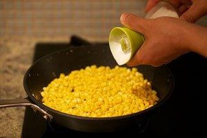 Cách làm bắp xào bơ thơm nức mũi cả nhà đều mê mẩn