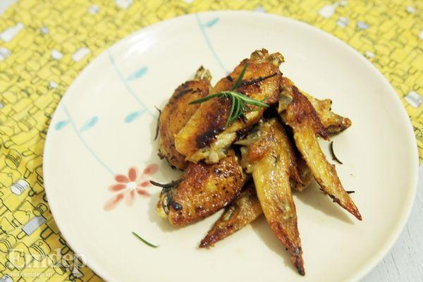 Cách làm cánh gà nướng bằng lò thơm mùi hương thảo