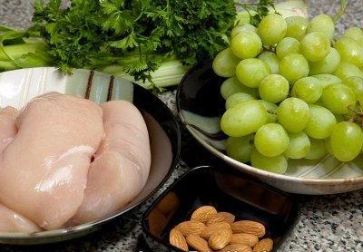 Cách làm salad nho thịt gà chống ngán cho bữa cơm Tết