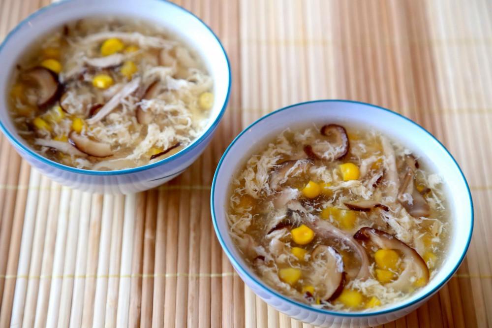 Cách làm súp gà nấm hương khai vị ngày Tết