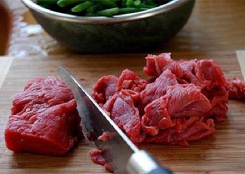 Cách làm thịt bò xào cần tỏi ngon nhưng không phải ai cũng biết