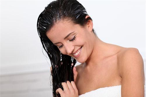 Cách làm tóc nhanh dài bằng 5 mẹo đơn giản