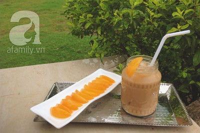 Pha trà sữa đào thơm ngon thưởng thức ngày mát trời
