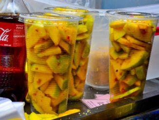 Cách làm xoài lắc đúng điệu Sài Gòn ăn một lần ghiền mãi 20