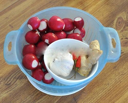 Cách muối dưa củ cải đỏ chua ngọt để dành ăn Tết