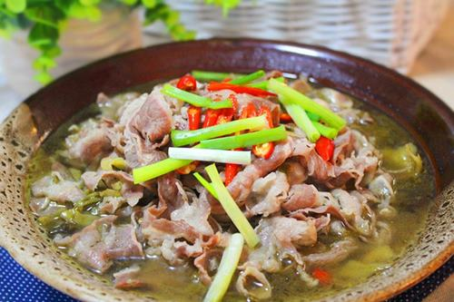 Cách nấu canh chua thịt bò, cay tê tê đầu lưỡi mà vẫn ngon