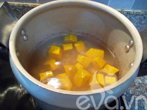 Cách nấu chè bí đỏ hạt sen mát bổ giải nhiệt ngày hè