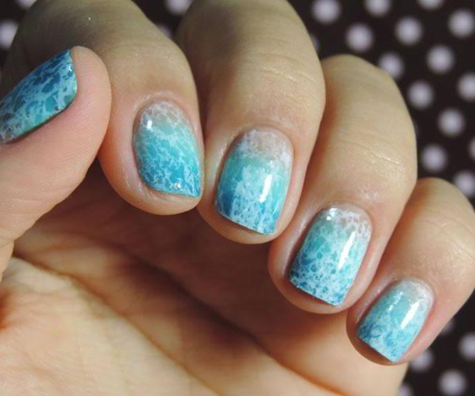 Vẽ nail sóng biển xanh mát cực ấn tượng cho bạn gái