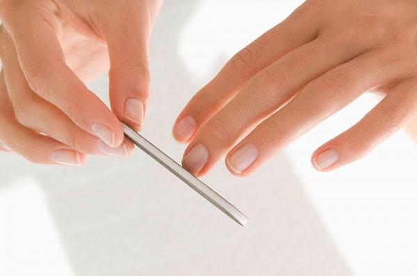 Cách làm trắng móng tay