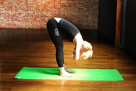 Hướng dẫn 6 động tác Yoga giúp bạn luôn trẻ trung