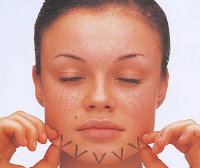 Sảng khoái với 6 bước mát-xa cơ mặt