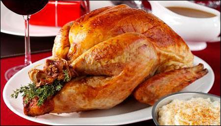 Cách làm gà tây đút lò cho bữa tiệc Giáng sinh ấm áp