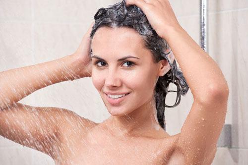 Cách gội đầu bằng dầu dừa đúng cách cho tóc bóng khỏe