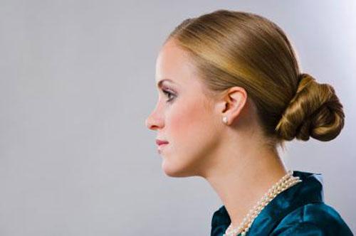 Cách biến tấu điệu đà cho tóc dài công sở