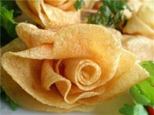 Khoai tây hoa hồng chiên giòn bày mâm cỗ Tết cực đẹp