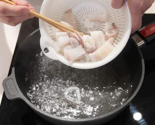 Cách làm mực sốt cay ăn ngay cho nóng hổi