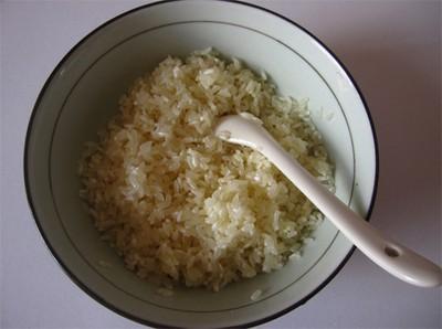 Nấu cháo thịt băm trứng bắc thảo bổ dưỡng cho sáng đầu đông
