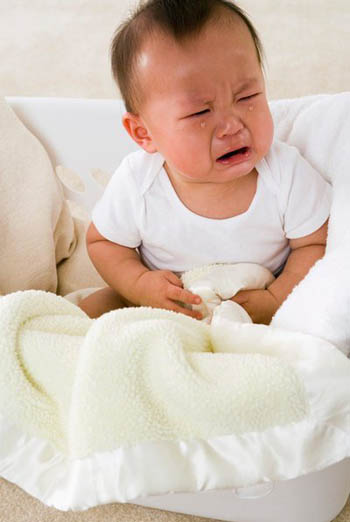 Cách massage giảm táo bón hiệu quả cho bé