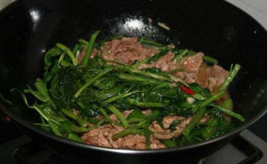 Cách làm rau muống xào thịt bò cho ngày mới ngon cơm