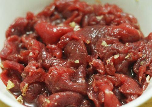 Cách làm thịt bò xào hành tây thơm ngất ngây cả xóm