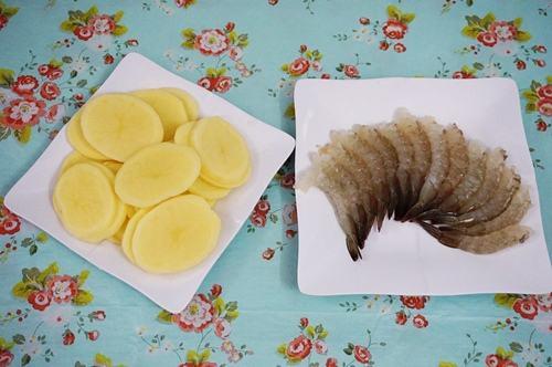 Cách làm tôm cuộn khoai tây chiên giòn ăn mãi không chán